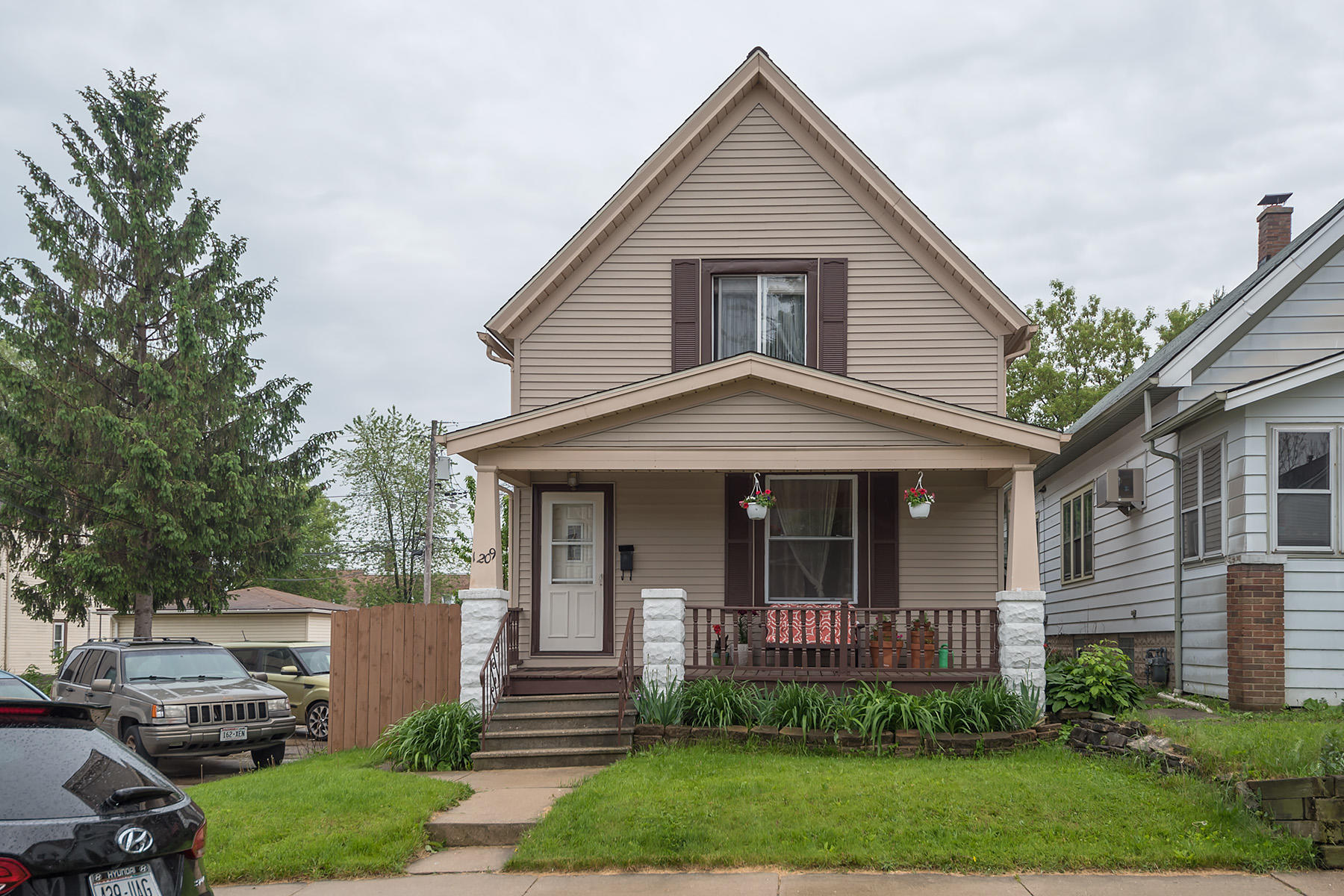 1209 Michigan Ave, South Milwaukee, Wisconsin 53172, 2 Bedrooms Bedrooms, 5 Rooms Rooms,1 BathroomBathrooms,Single-Family,For Sale,Michigan Ave,1642495