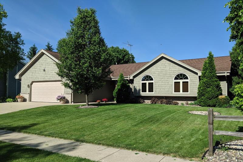1294 Heather Cir, Oconomowoc, Wisconsin 53066, 3 Bedrooms Bedrooms, 6 Rooms Rooms,2 BathroomsBathrooms,Single-Family,For Sale,Heather Cir,1642593