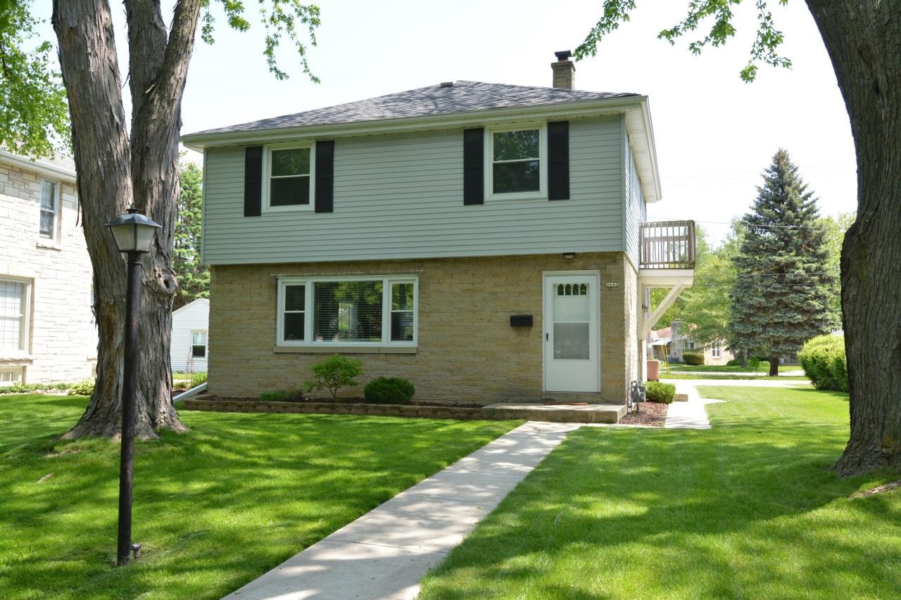 5662 Milwaukee River Pkwy, Glendale, Wisconsin 53209, 3 Bedrooms Bedrooms, 6 Rooms Rooms,1 BathroomBathrooms,Single-Family,For Sale,Milwaukee River Pkwy,1642506