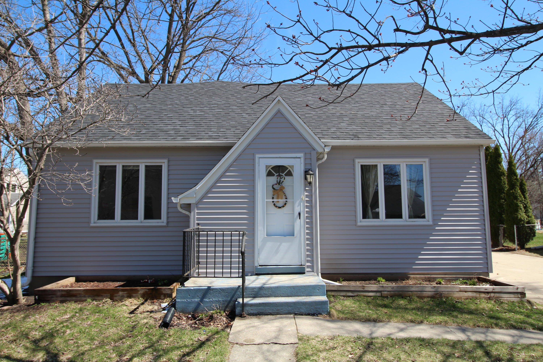 619 Main St, Oconomowoc, Wisconsin 53066, 3 Bedrooms Bedrooms, 7 Rooms Rooms,2 BathroomsBathrooms,Single-Family,For Sale,Main St,1642931