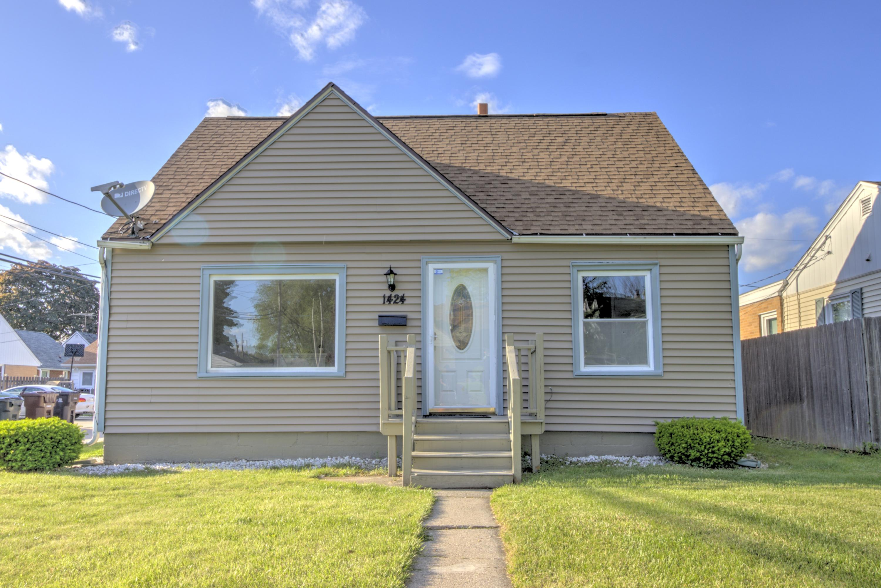 1424 Mackinac Ave, South Milwaukee, Wisconsin 53172, 4 Bedrooms Bedrooms, ,2 BathroomsBathrooms,Single-Family,For Sale,Mackinac Ave,1642963