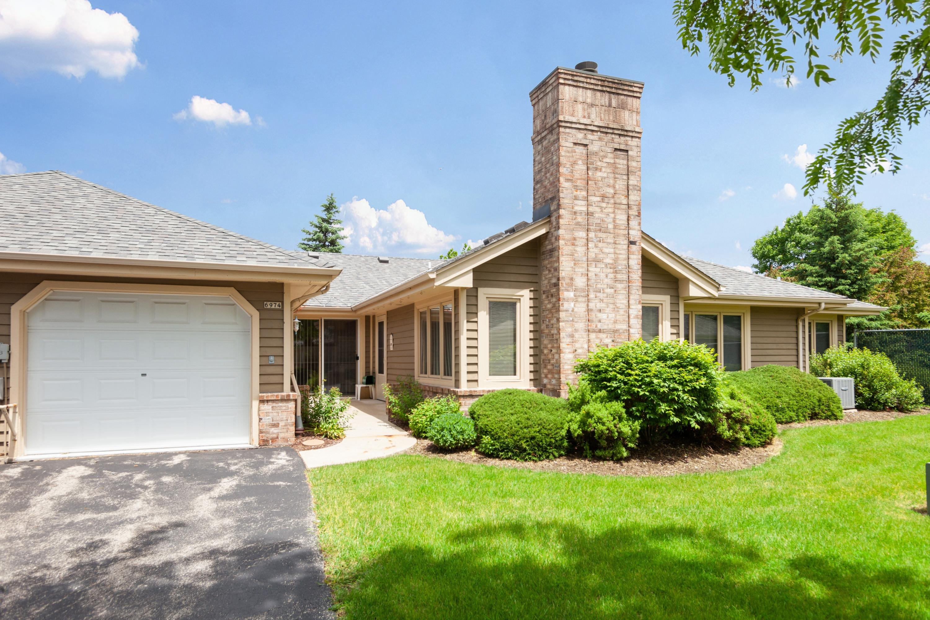 6974 Lincolnshire Cir, Milwaukee, Wisconsin 53223, 2 Bedrooms Bedrooms, 5 Rooms Rooms,2 BathroomsBathrooms,Condominiums,For Sale,Lincolnshire Cir,1,1643354