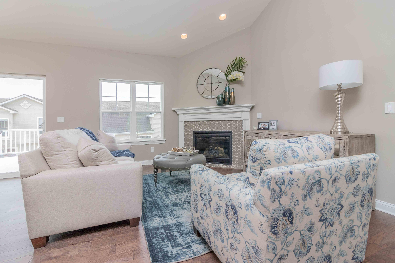 728 Timber Ridge Dr, Waukesha, Wisconsin 53189, 3 Bedrooms Bedrooms, ,3 BathroomsBathrooms,Condominiums,For Sale,Timber Ridge Dr,1,1643348
