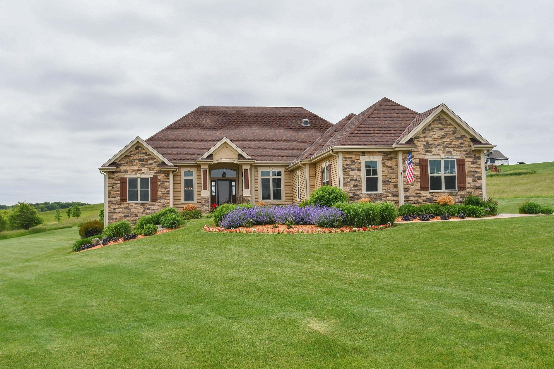 W386N8222 Highlander Dr, Oconomowoc, Wisconsin 53066, 3 Bedrooms Bedrooms, ,2 BathroomsBathrooms,Single-Family,For Sale,Highlander Dr,1643363