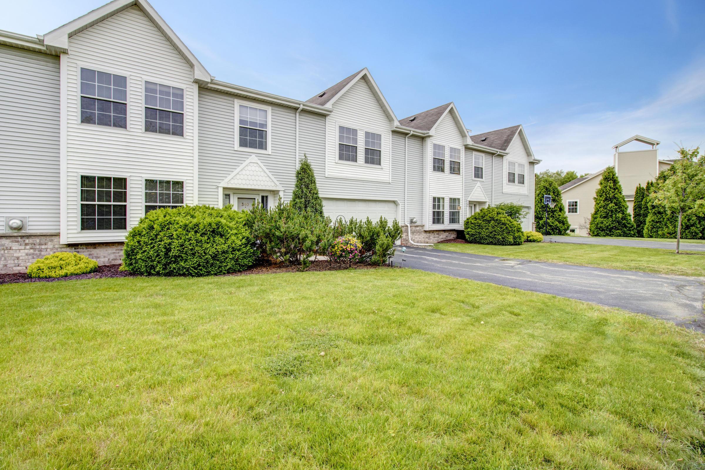 340 Jennifer Ln, Brookfield, Wisconsin 53045, 3 Bedrooms Bedrooms, ,2 BathroomsBathrooms,Condominiums,For Sale,Jennifer Ln,1,1643461