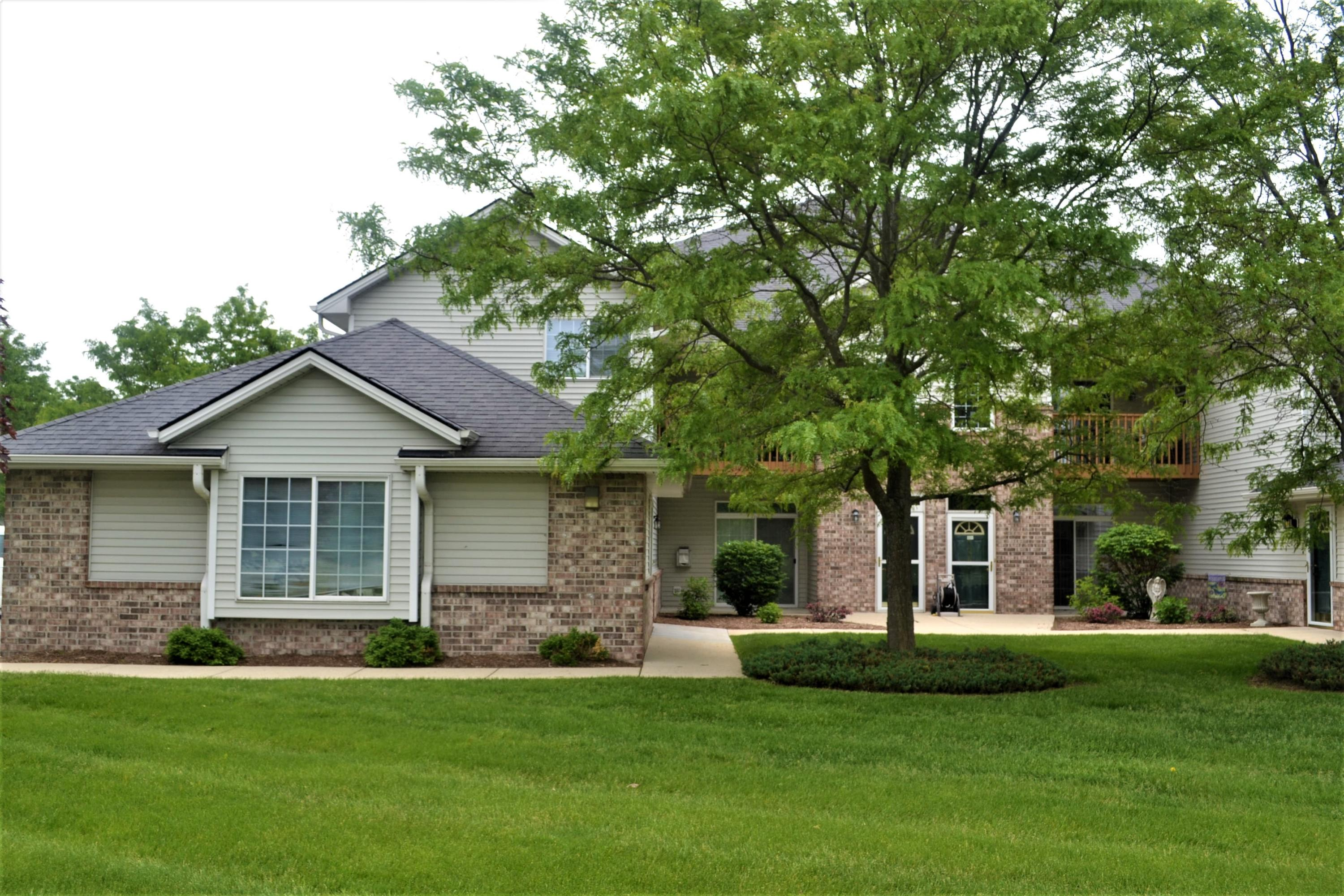 4834 Maple Leaf Cir, Greenfield, Wisconsin 53220, 2 Bedrooms Bedrooms, 4 Rooms Rooms,2 BathroomsBathrooms,Condominiums,For Sale,Maple Leaf Cir,1,1643583