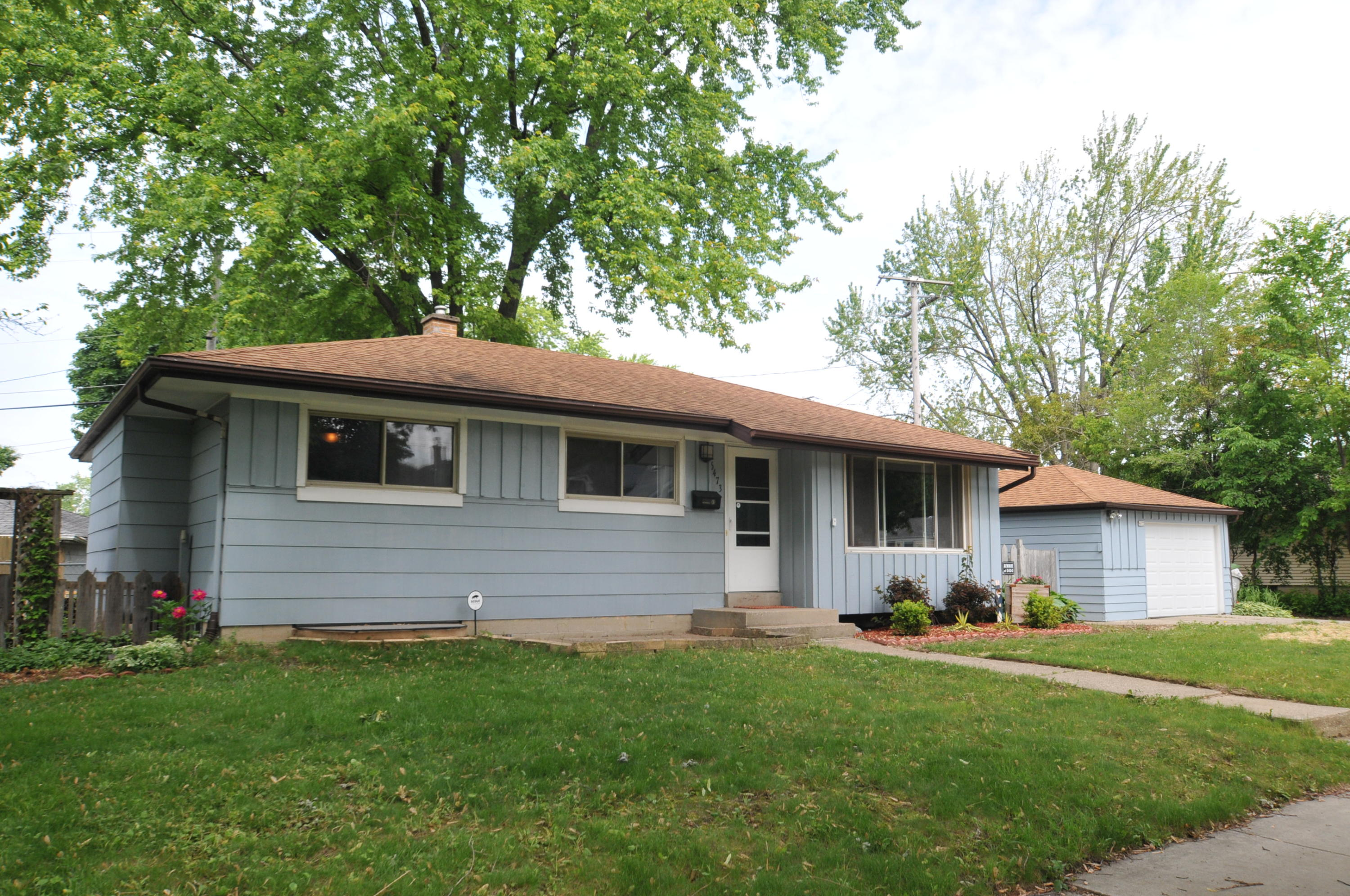 6473 58th St, Milwaukee, Wisconsin 53223, 3 Bedrooms Bedrooms, ,1 BathroomBathrooms,Single-Family,For Sale,58th St,1643503