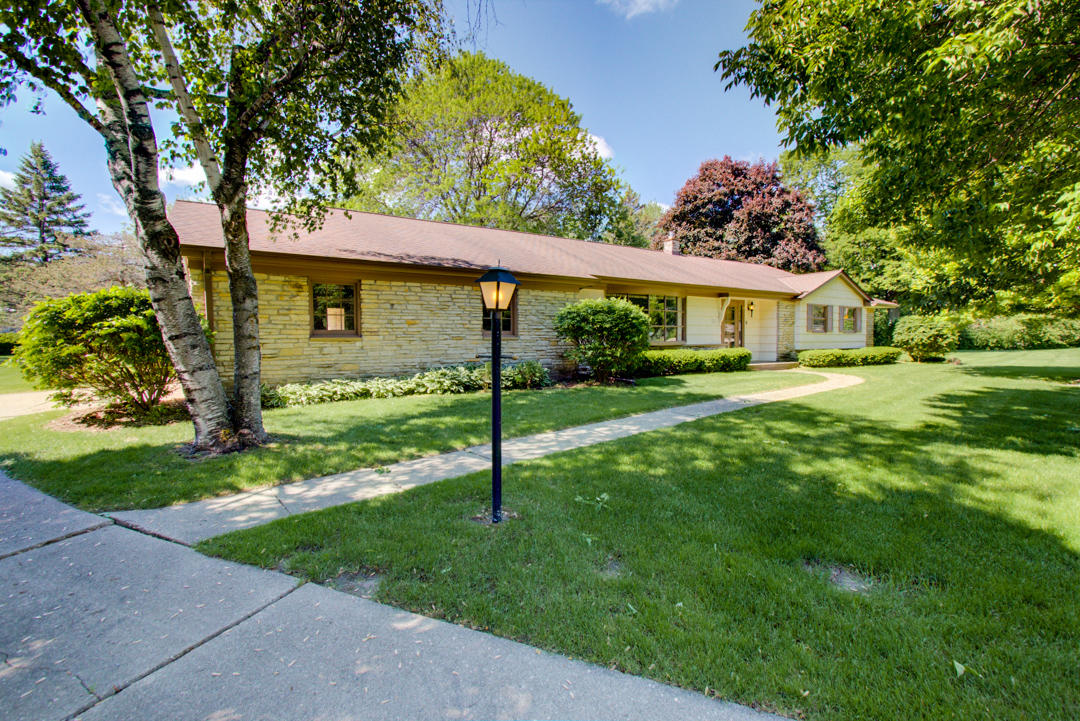 1221 Bender Rd, Glendale, Wisconsin 53217, 4 Bedrooms Bedrooms, 8 Rooms Rooms,2 BathroomsBathrooms,Single-Family,For Sale,Bender Rd,1643563