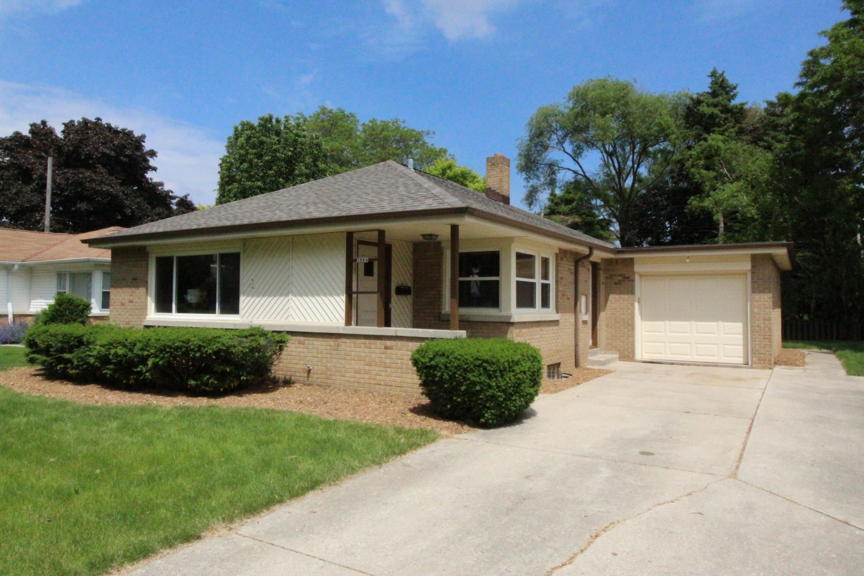 3884 86th St, Milwaukee, Wisconsin 53222, 3 Bedrooms Bedrooms, 6 Rooms Rooms,1 BathroomBathrooms,Single-Family,For Sale,86th St,1643508