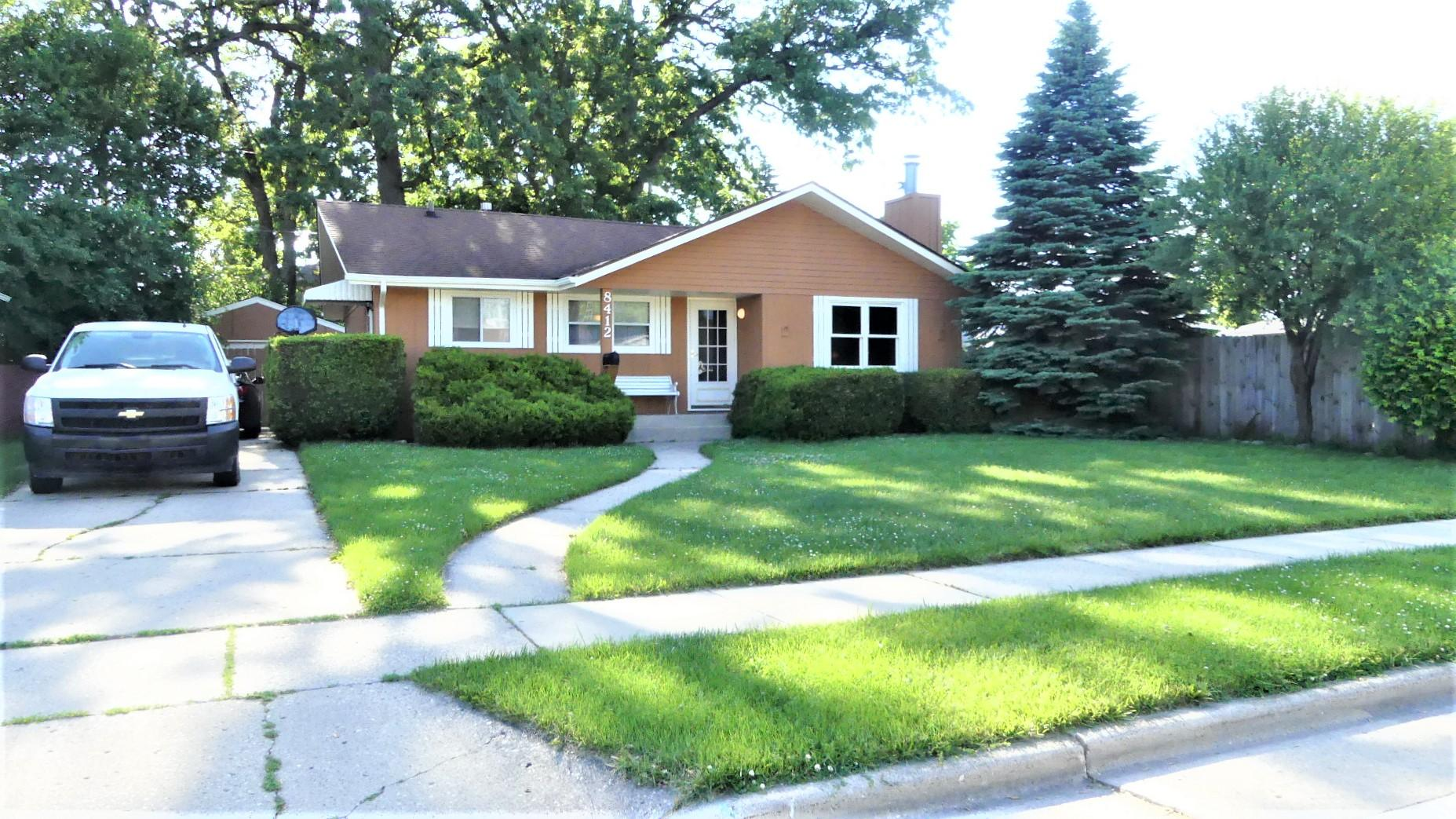 8412 21st Ave, Kenosha, Wisconsin 53143, 3 Bedrooms Bedrooms, 10 Rooms Rooms,2 BathroomsBathrooms,Single-Family,For Sale,21st Ave,1643518