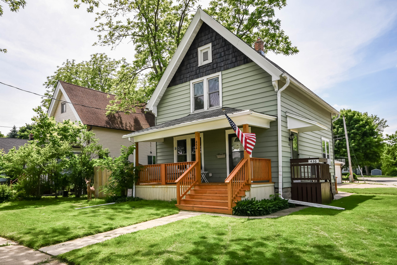 434 Oakland Ave, Waukesha, Wisconsin 53186, 1 Bedroom Bedrooms, 3 Rooms Rooms,1 BathroomBathrooms,Two-Family,For Sale,Oakland Ave,1,1643500