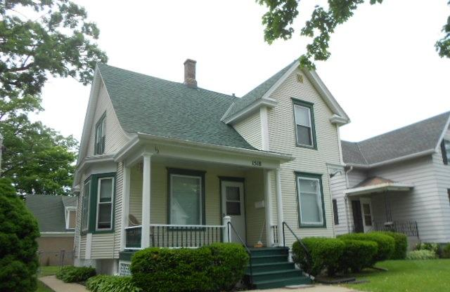 1518 Boyd Ave, Racine, Wisconsin 53405, 1 Bedroom Bedrooms, 4 Rooms Rooms,1 BathroomBathrooms,Two-Family,For Sale,Boyd Ave,1,1643531