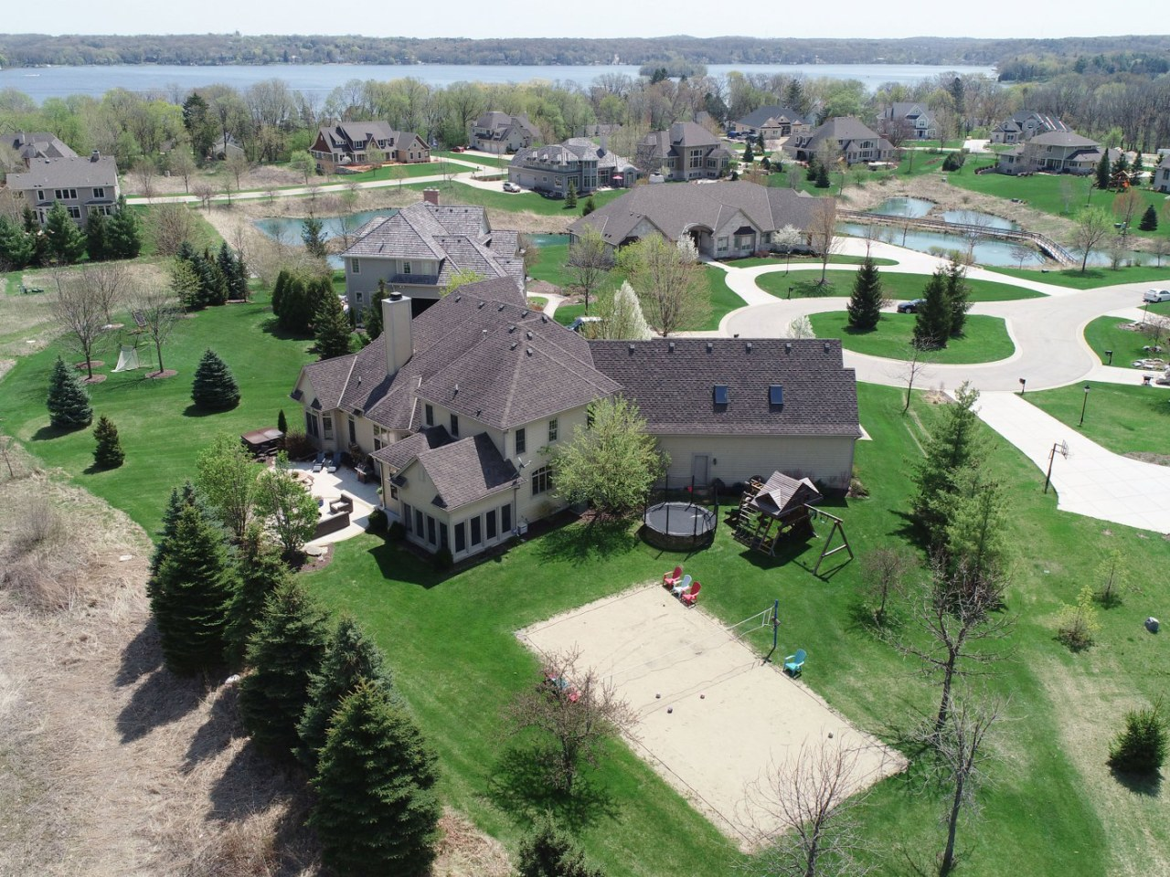 2035 Coachlight Ct, Delafield, Wisconsin 53018, 5 Bedrooms Bedrooms, 12 Rooms Rooms,4 BathroomsBathrooms,Single-Family,For Sale,Coachlight Ct,1643548