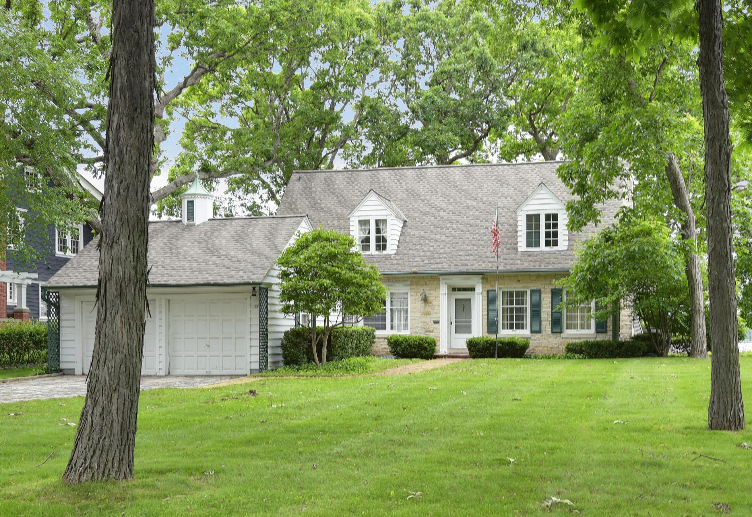 532 Glenview Ave, Oconomowoc, Wisconsin 53066, 4 Bedrooms Bedrooms, 9 Rooms Rooms,2 BathroomsBathrooms,Single-Family,For Sale,Glenview Ave,1643692