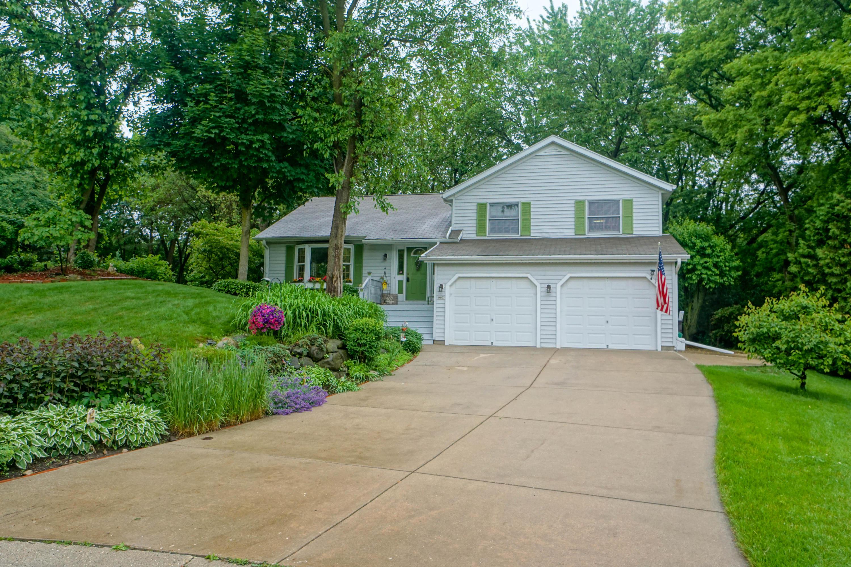 907 Woodgate Ct, Oconomowoc, Wisconsin 53066, 3 Bedrooms Bedrooms, 8 Rooms Rooms,2 BathroomsBathrooms,Single-Family,For Sale,Woodgate Ct,1643758