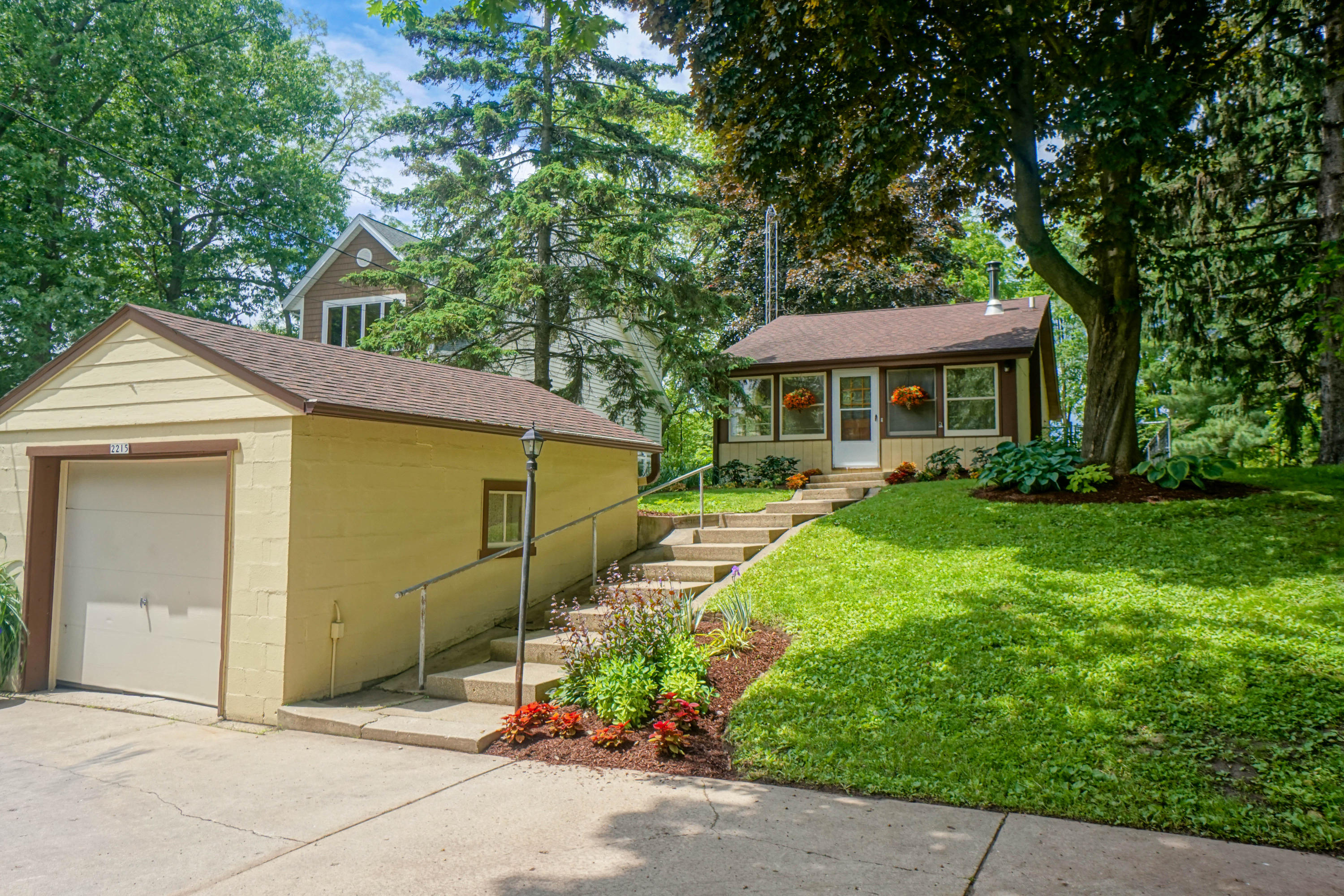 2215 Shore Dr, Delafield, Wisconsin 53018, 2 Bedrooms Bedrooms, 5 Rooms Rooms,1 BathroomBathrooms,Single-Family,For Sale,Shore Dr,1644046