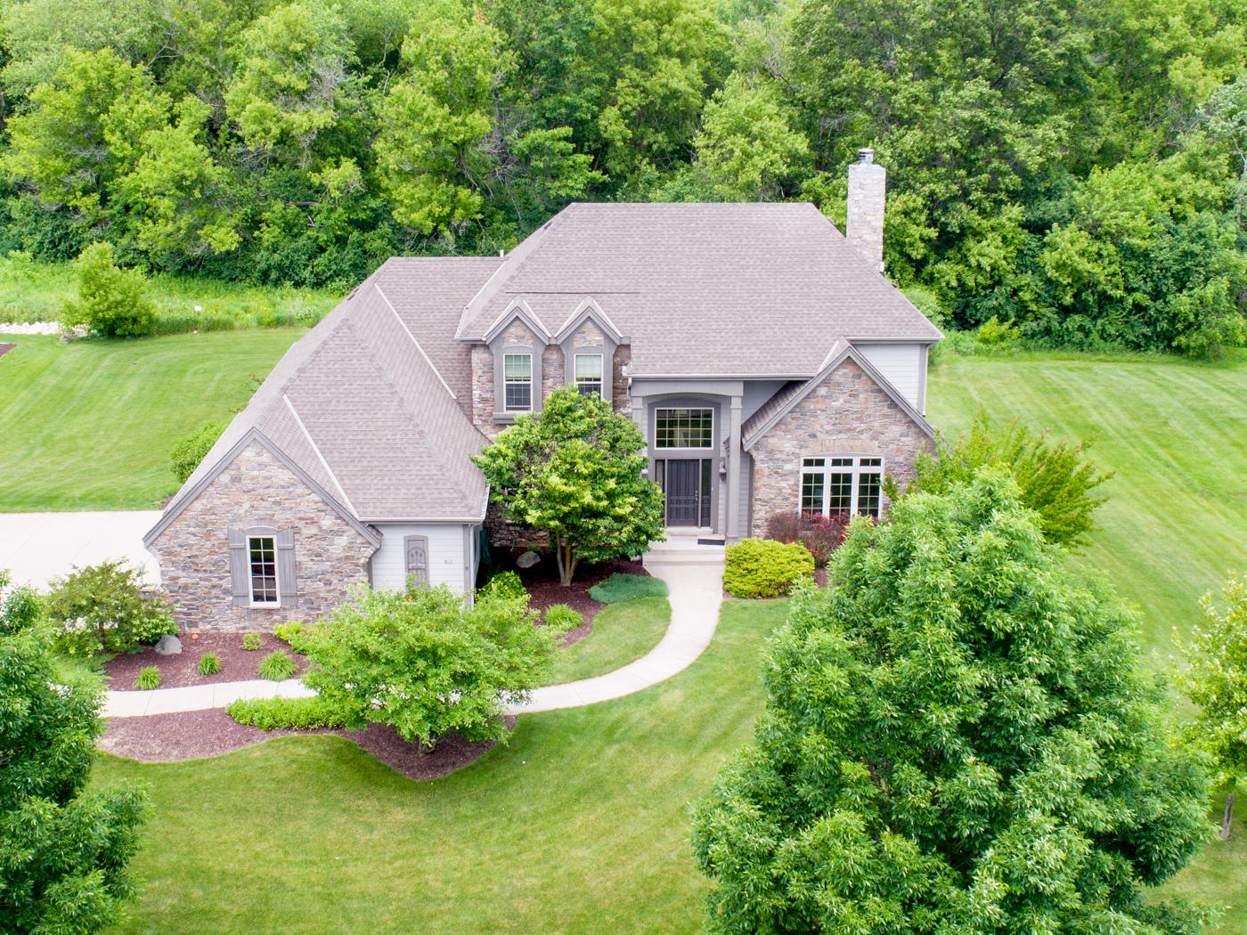 422 River Grove Ln, Hartland, Wisconsin 53029, 4 Bedrooms Bedrooms, 10 Rooms Rooms,3 BathroomsBathrooms,Single-Family,For Sale,River Grove Ln,1645513