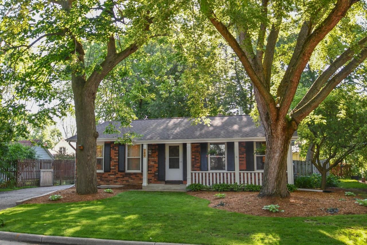 749 Polk St, Oconomowoc, Wisconsin 53066, 3 Bedrooms Bedrooms, 6 Rooms Rooms,2 BathroomsBathrooms,Single-Family,For Sale,Polk St,1645544