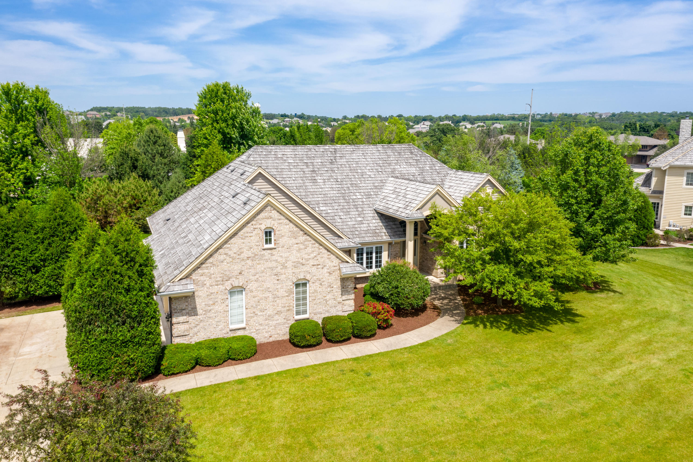 402 Thornbush Cir, Hartland, Wisconsin 53029, 4 Bedrooms Bedrooms, 10 Rooms Rooms,3 BathroomsBathrooms,Single-Family,For Sale,Thornbush Cir,1642122