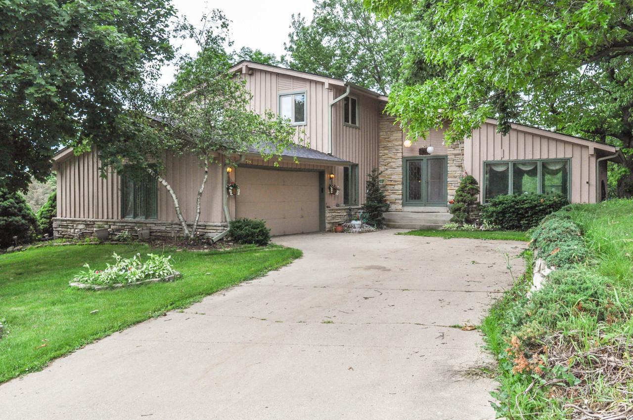 740 Canterbury Cir, Hartland, Wisconsin 53029, 3 Bedrooms Bedrooms, 8 Rooms Rooms,2 BathroomsBathrooms,Single-Family,For Sale,Canterbury Cir,1644810