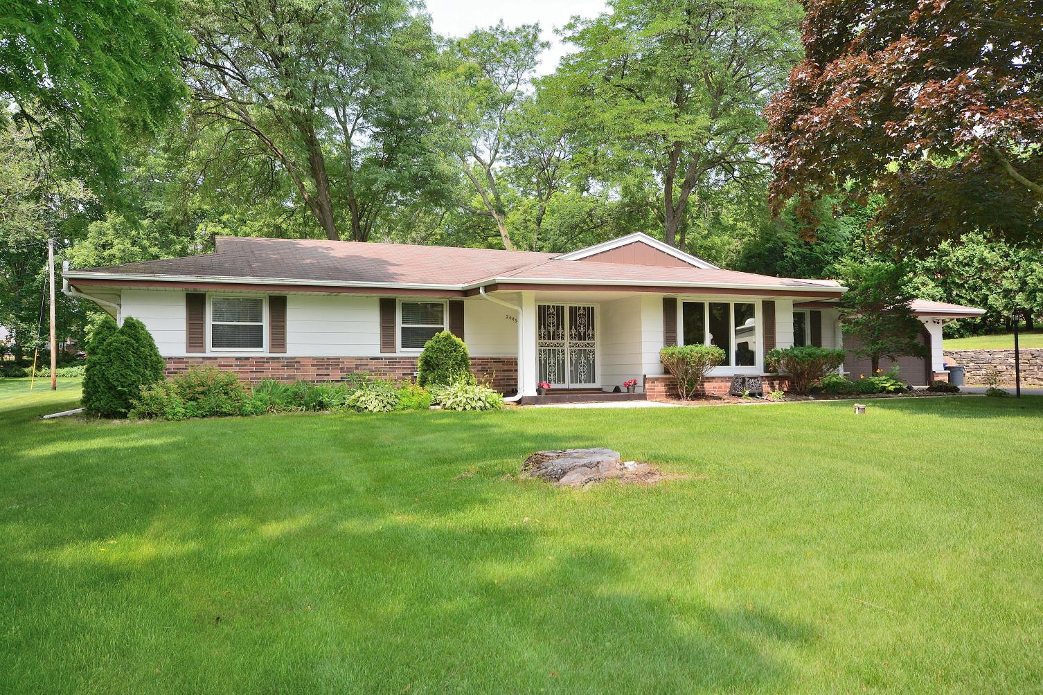 2445 Rockway Ln E, Brookfield, Wisconsin 53005, 3 Bedrooms Bedrooms, 8 Rooms Rooms,2 BathroomsBathrooms,Single-Family,For Sale,Rockway Ln E,1647142