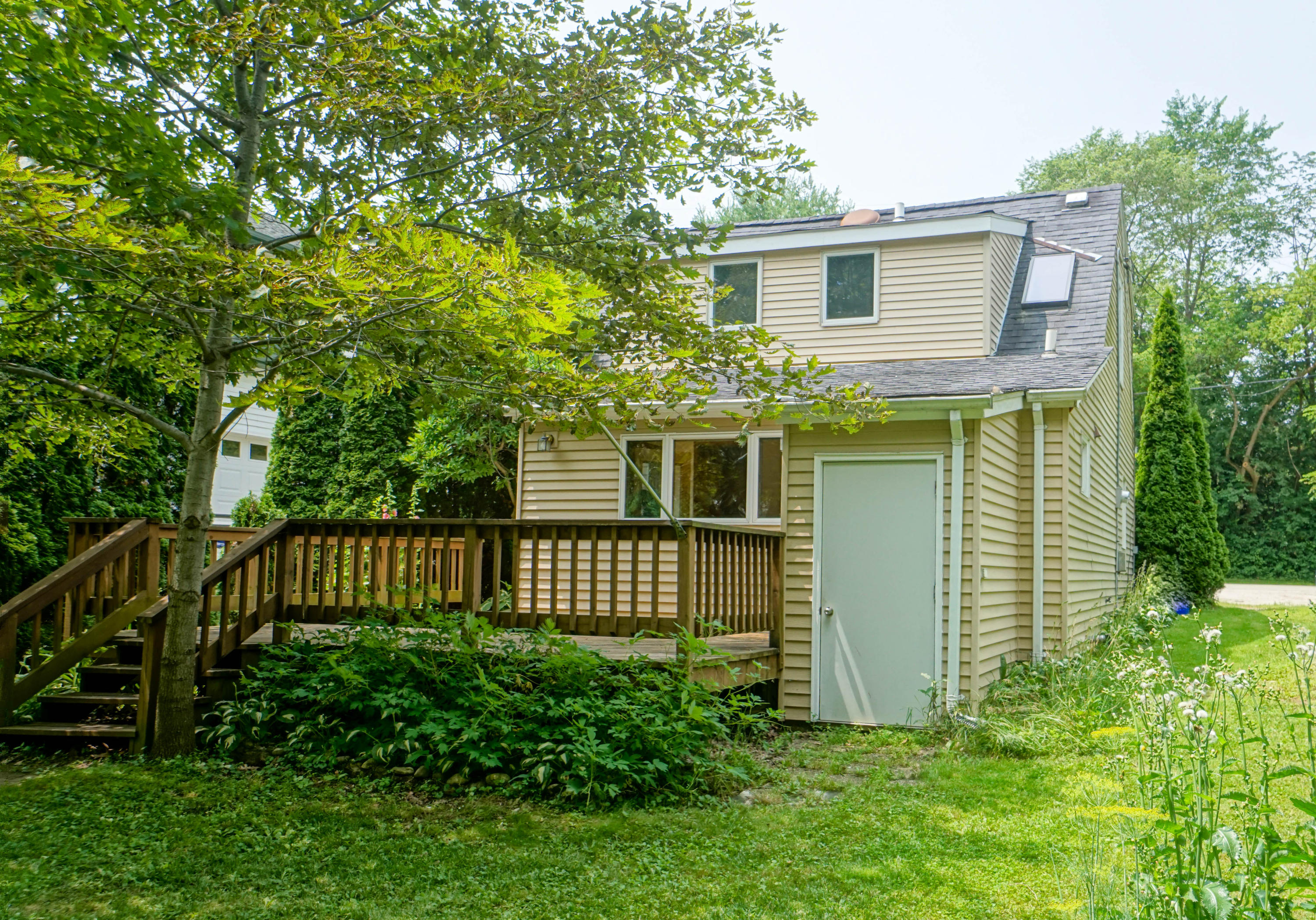 2640 Nagawicka Ave, Delafield, Wisconsin 53018, 2 Bedrooms Bedrooms, 6 Rooms Rooms,1 BathroomBathrooms,Single-Family,For Sale,Nagawicka Ave,1647144