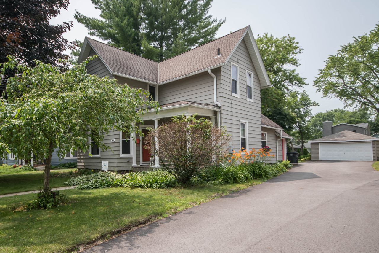 156 Maple St, Oconomowoc, Wisconsin 53066, 3 Bedrooms Bedrooms, ,1 BathroomBathrooms,Single-Family,For Sale,Maple St,1646971