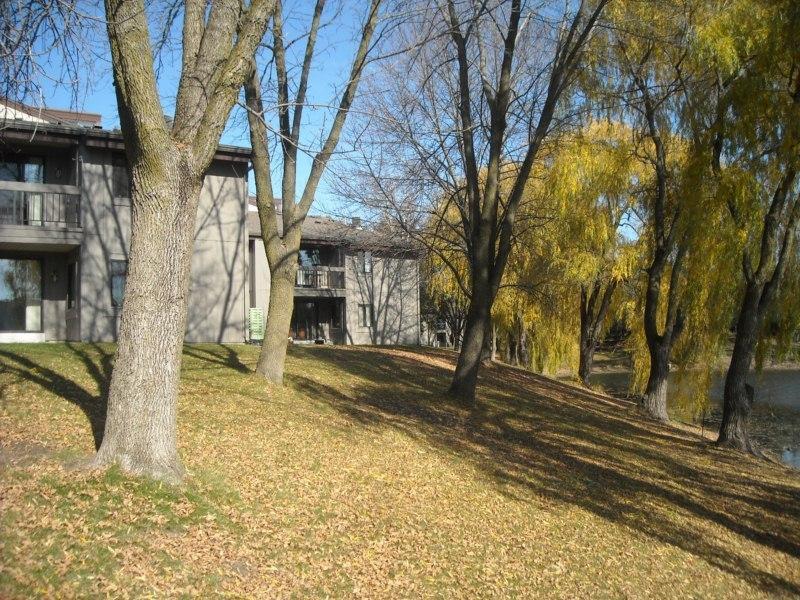 1061 Regent Rd, Oconomowoc, Wisconsin 53066, 2 Bedrooms Bedrooms, 5 Rooms Rooms,1 BathroomBathrooms,Condominiums,For Sale,Regent Rd,2,1647497