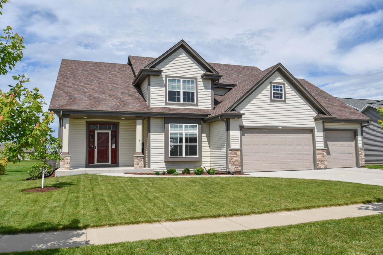 1404 Blazing Star Dr, Oconomowoc, Wisconsin 53066, 4 Bedrooms Bedrooms, 11 Rooms Rooms,2 BathroomsBathrooms,Single-Family,For Sale,Blazing Star Dr,1646968