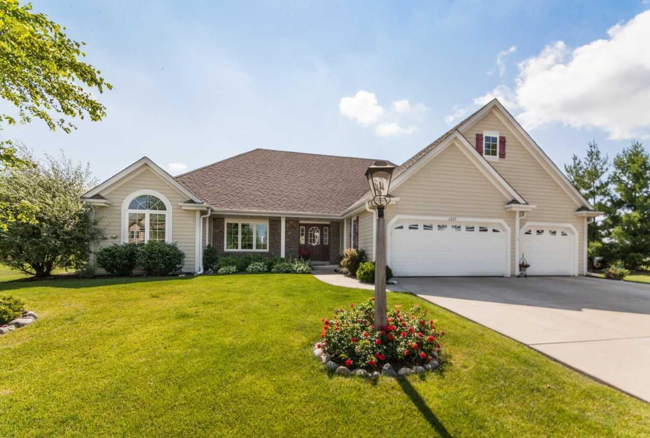 1217 Ridgeside Rd, Oconomowoc, Wisconsin 53066, 3 Bedrooms Bedrooms, 9 Rooms Rooms,3 BathroomsBathrooms,Single-Family,For Sale,Ridgeside Rd,1647803