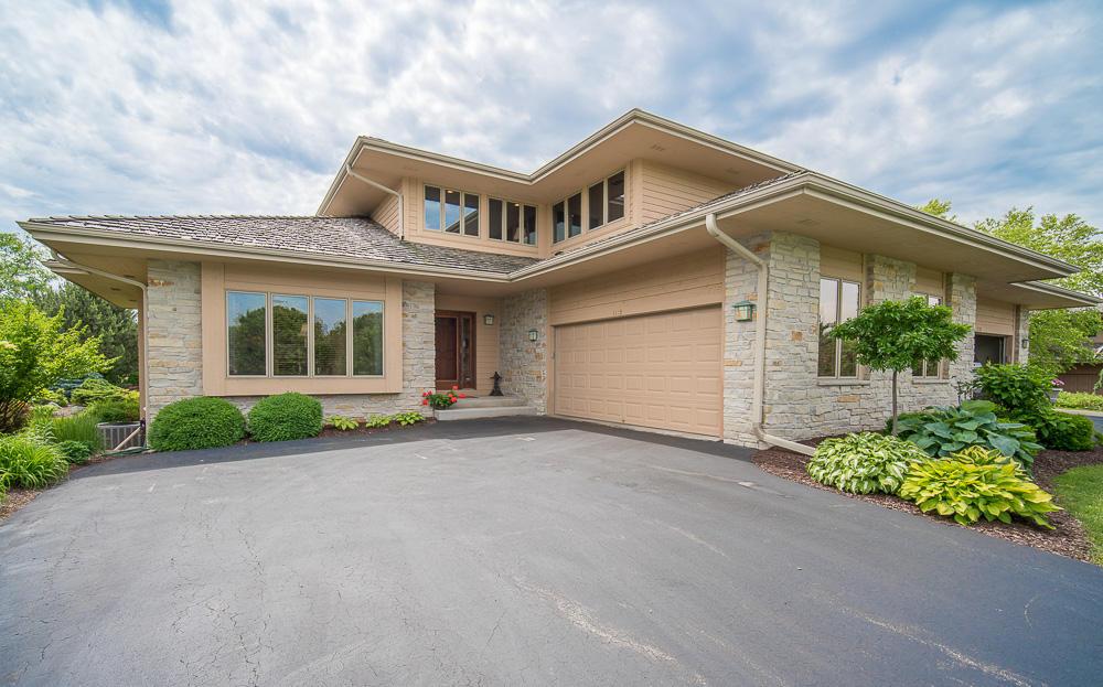 1115 Sweetbriar Ln, Hartland, Wisconsin 53029, 3 Bedrooms Bedrooms, 8 Rooms Rooms,2 BathroomsBathrooms,Condominiums,For Sale,Sweetbriar Ln,1,1648159