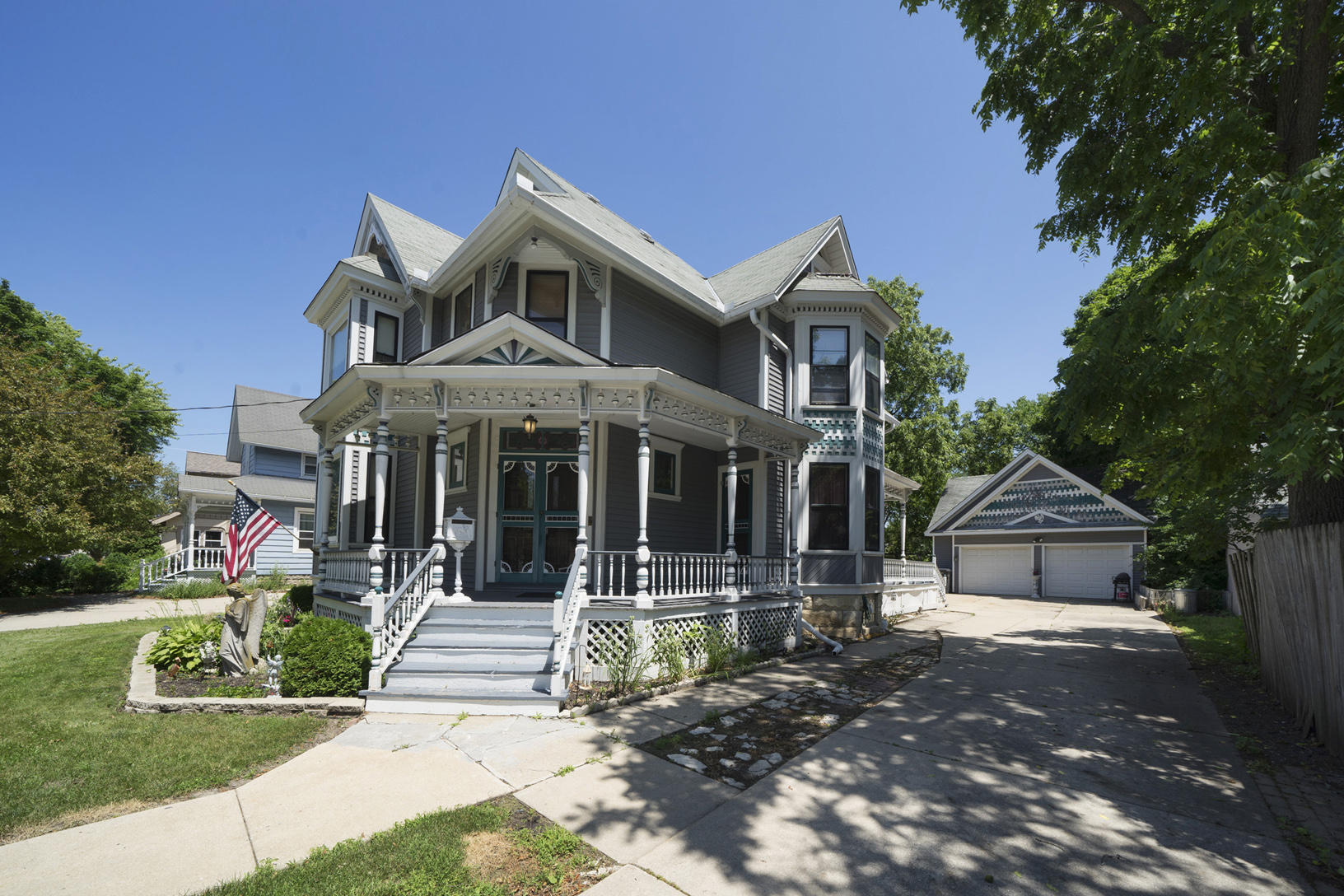 611 Oakland Ave, Waukesha, Wisconsin 53186, 4 Bedrooms Bedrooms, 10 Rooms Rooms,2 BathroomsBathrooms,Single-Family,For Sale,Oakland Ave,1648253