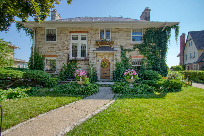 259 Woodland Ln, Oconomowoc, Wisconsin 53066, 5 Bedrooms Bedrooms, ,4 BathroomsBathrooms,Single-Family,For Sale,Woodland Ln,1648338