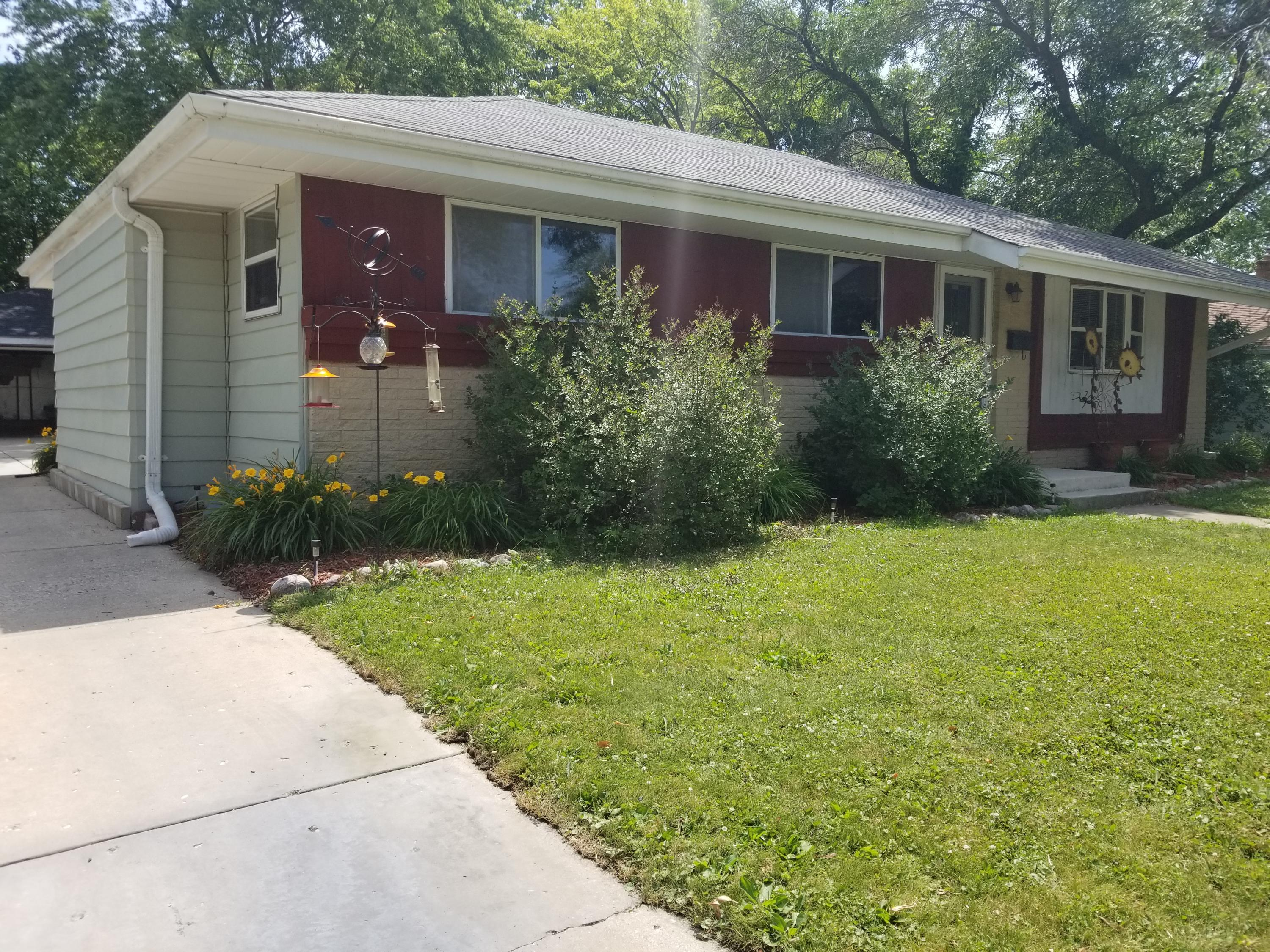 1803 Grand Ave, Waukesha, Wisconsin 53189, 3 Bedrooms Bedrooms, 5 Rooms Rooms,1 BathroomBathrooms,Single-Family,For Sale,Grand Ave,1648352
