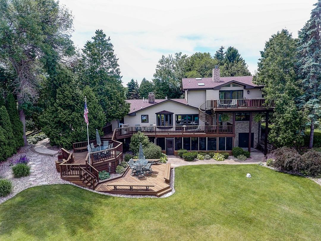 N49W35778 Harbor Ct, Oconomowoc, Wisconsin 53066, 4 Bedrooms Bedrooms, 9 Rooms Rooms,4 BathroomsBathrooms,Single-Family,For Sale,Harbor Ct,1648385