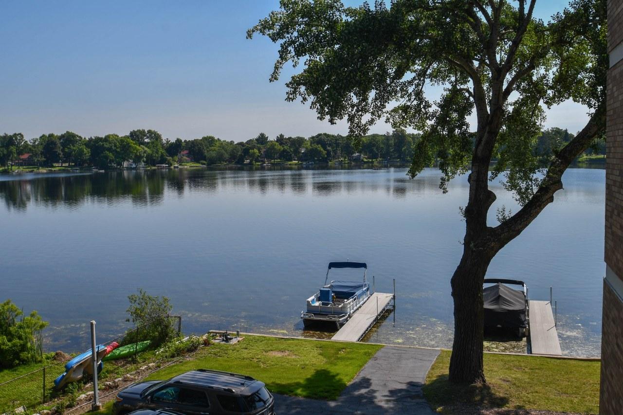 333 Lake Rd, Oconomowoc, Wisconsin 53066, 2 Bedrooms Bedrooms, 4 Rooms Rooms,2 BathroomsBathrooms,Condominiums,For Sale,Lake Rd,3,1647661