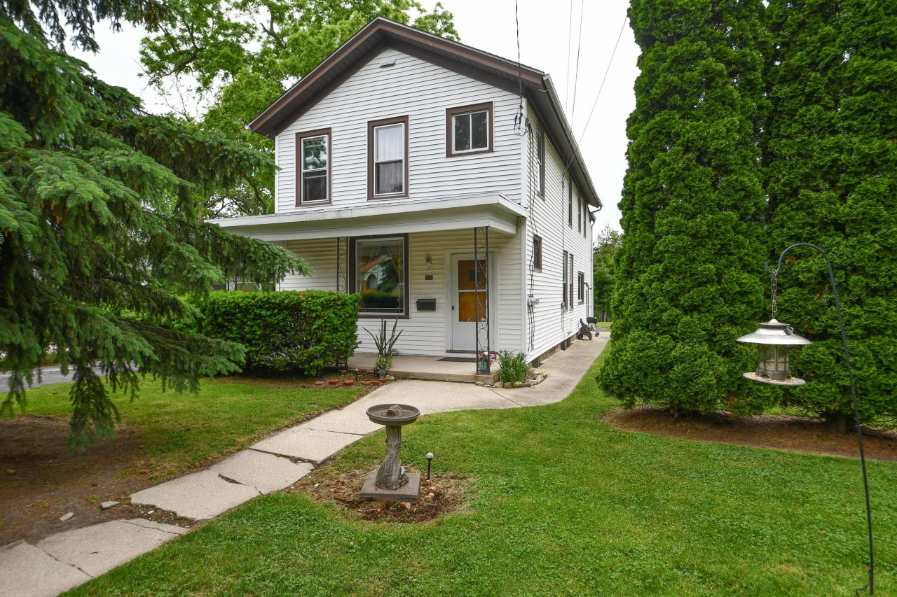 227 Randall St, Waukesha, Wisconsin 53188, 3 Bedrooms Bedrooms, ,2 BathroomsBathrooms,Single-Family,For Sale,Randall St,1648440