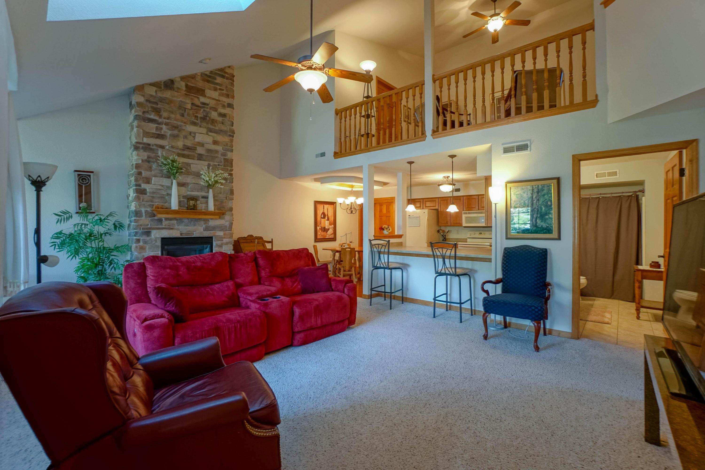 W397N5953 Autumn Woods Dr, Oconomowoc, Wisconsin 53066, 2 Bedrooms Bedrooms, 6 Rooms Rooms,2 BathroomsBathrooms,Condominiums,For Sale,Autumn Woods Dr,2,1648592