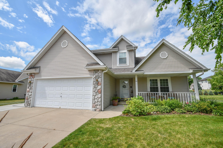 942 Spring Waters Dr, Oconomowoc, Wisconsin 53066, 3 Bedrooms Bedrooms, ,3 BathroomsBathrooms,Single-Family,For Sale,Spring Waters Dr,1648601