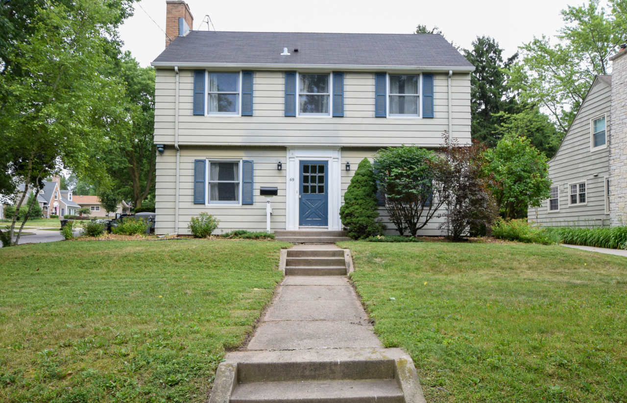 69 Columbia Ave, Waukesha, Wisconsin 53186, 4 Bedrooms Bedrooms, 8 Rooms Rooms,2 BathroomsBathrooms,Single-Family,For Sale,Columbia Ave,1648728