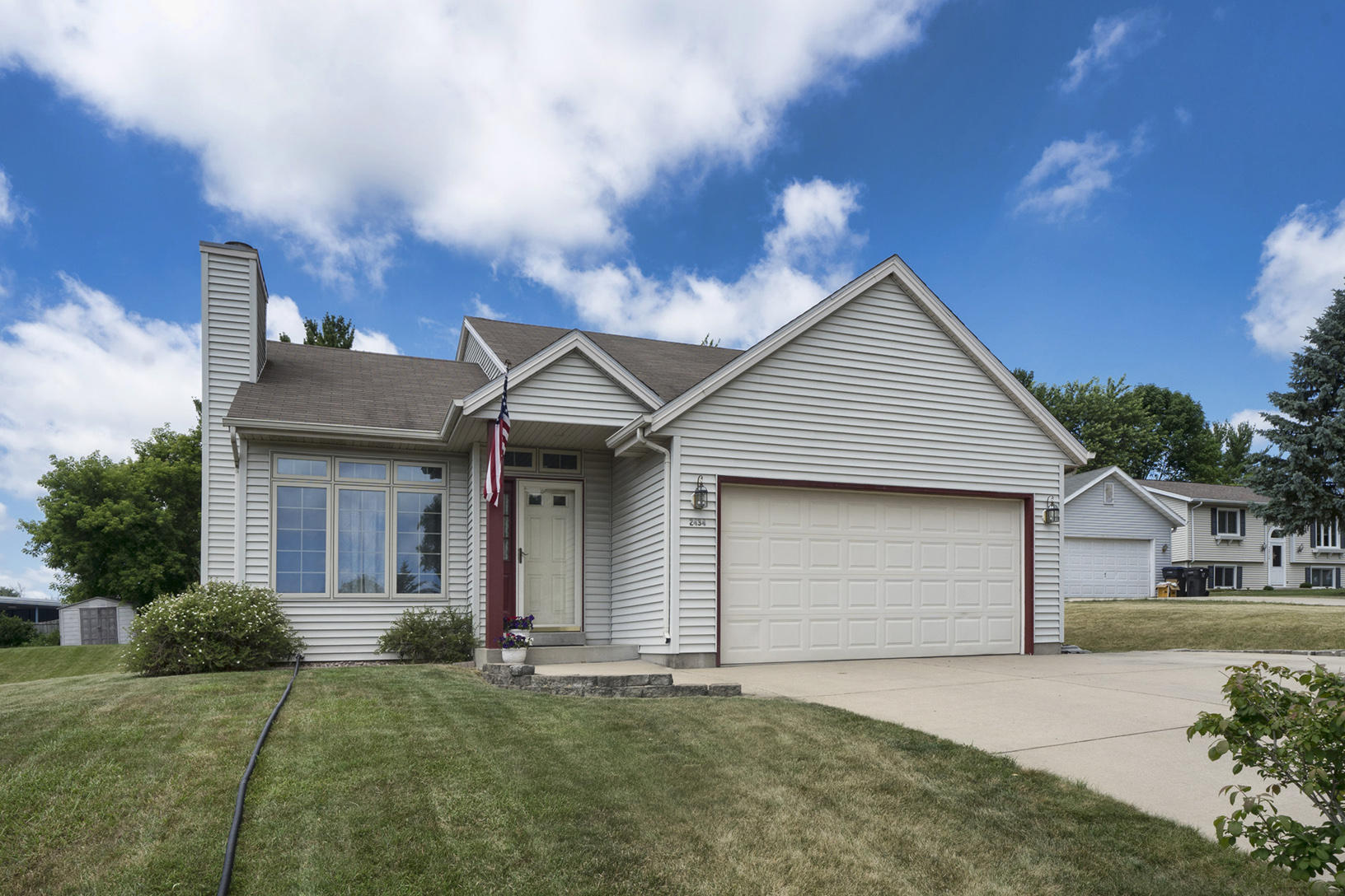 2434 Brentwood Dr, Waukesha, Wisconsin 53188, 3 Bedrooms Bedrooms, 5 Rooms Rooms,2 BathroomsBathrooms,Single-Family,For Sale,Brentwood Dr,1649035