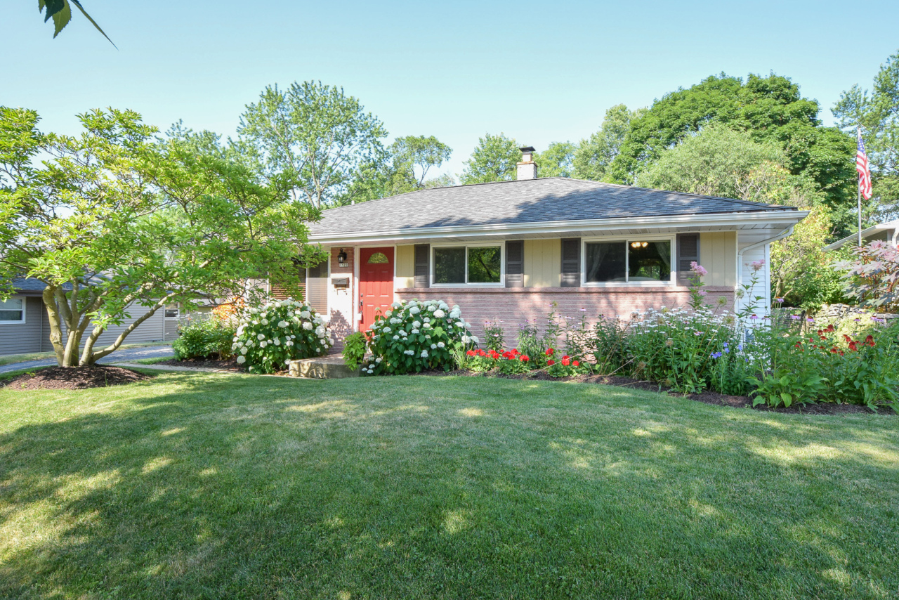 1520 Grand Ave, Waukesha, Wisconsin 53189, 3 Bedrooms Bedrooms, 5 Rooms Rooms,1 BathroomBathrooms,Single-Family,For Sale,Grand Ave,1648963