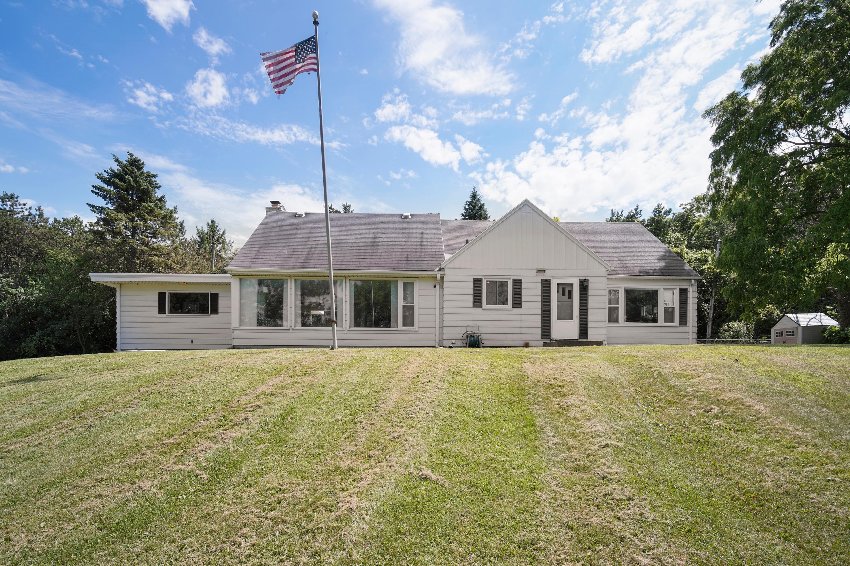 2855 Silvernail Rd, Waukesha, Wisconsin 53072, 5 Bedrooms Bedrooms, 9 Rooms Rooms,3 BathroomsBathrooms,Single-Family,For Sale,Silvernail Rd,1649138