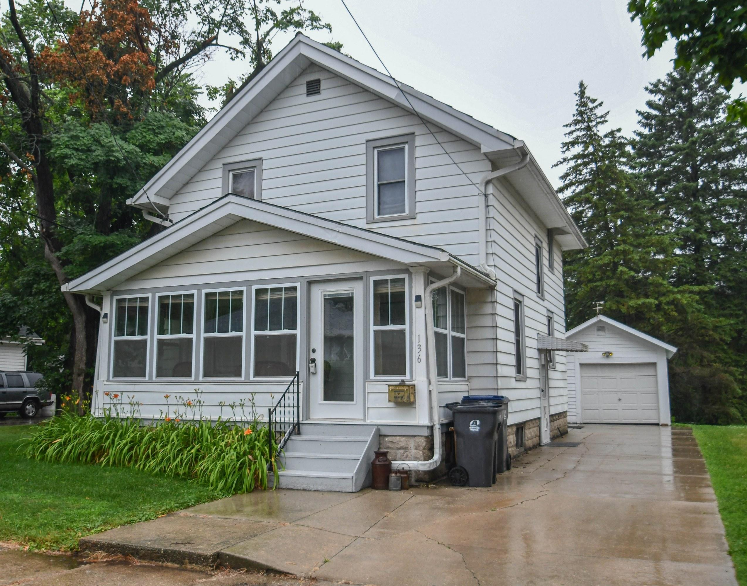 136 Waverly Pl, Waukesha, Wisconsin 53186, 3 Bedrooms Bedrooms, ,1 BathroomBathrooms,Single-Family,For Sale,Waverly Pl,1649100