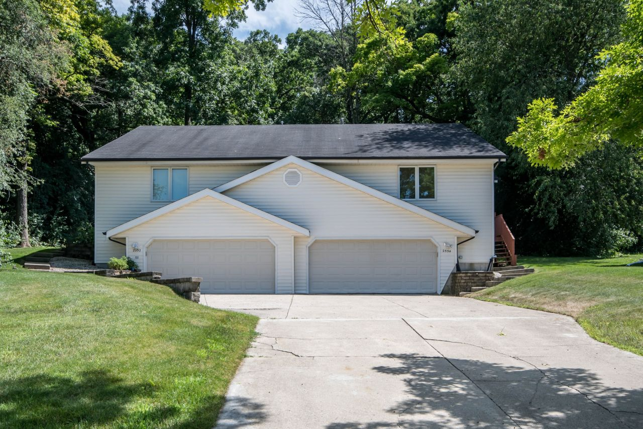 2552 Pebble Valley Rd, Waukesha, Wisconsin 53188, 2 Bedrooms Bedrooms, 6 Rooms Rooms,2 BathroomsBathrooms,Two-Family,For Sale,Pebble Valley Rd,2,1649377