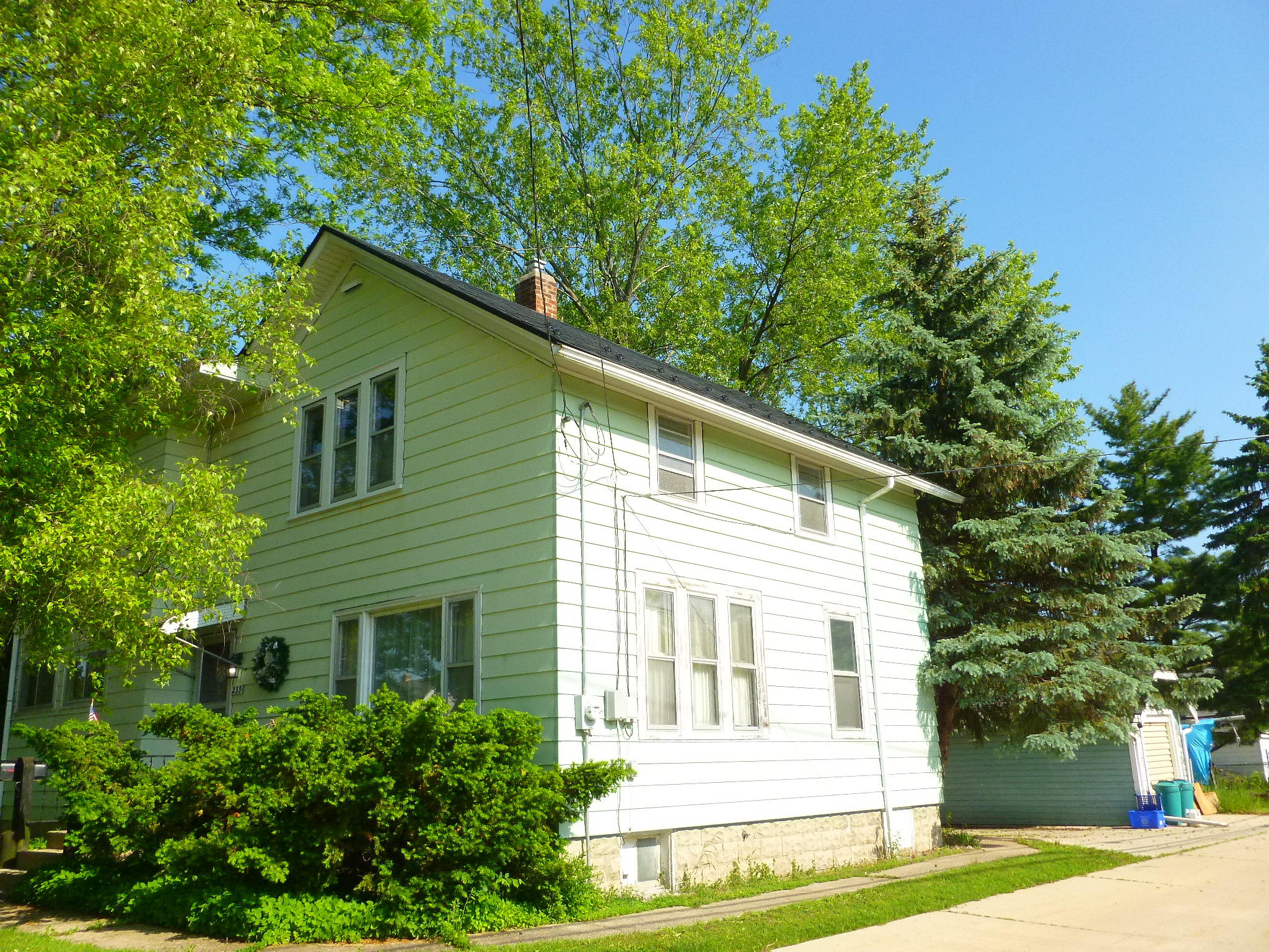 233 Wabash Ave, Waukesha, Wisconsin 53186, 4 Bedrooms Bedrooms, 8 Rooms Rooms,2 BathroomsBathrooms,Single-Family,For Sale,Wabash Ave,1617073