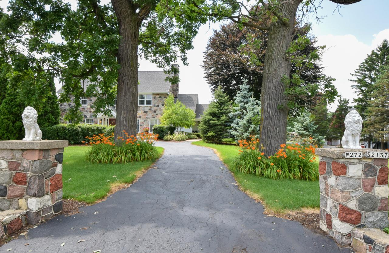 W272S2137 Merrill Hills Rd, Waukesha, Wisconsin 53188, 4 Bedrooms Bedrooms, 8 Rooms Rooms,3 BathroomsBathrooms,Single-Family,For Sale,Merrill Hills Rd,1648909