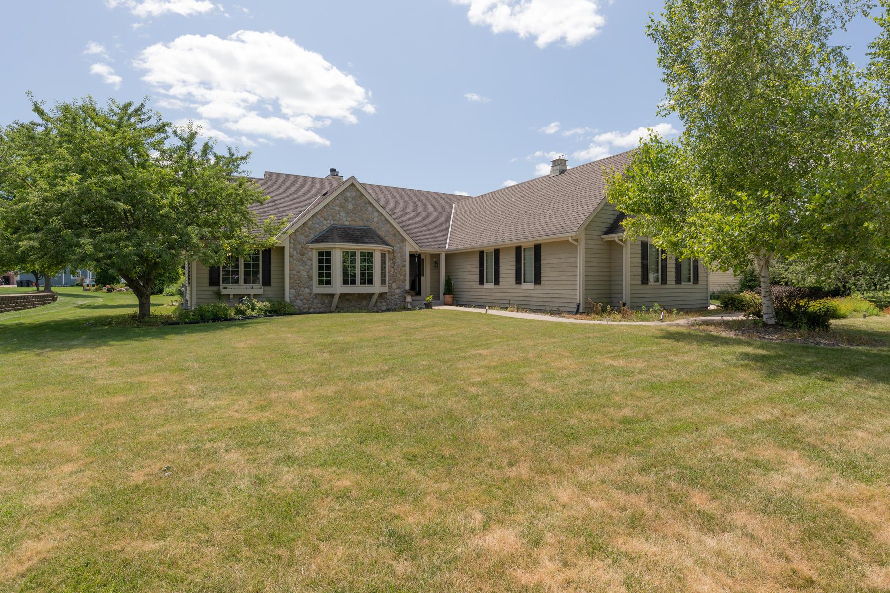 1617 Legend Cir, Waukesha, Wisconsin 53189, 3 Bedrooms Bedrooms, 9 Rooms Rooms,3 BathroomsBathrooms,Single-Family,For Sale,Legend Cir,1650288