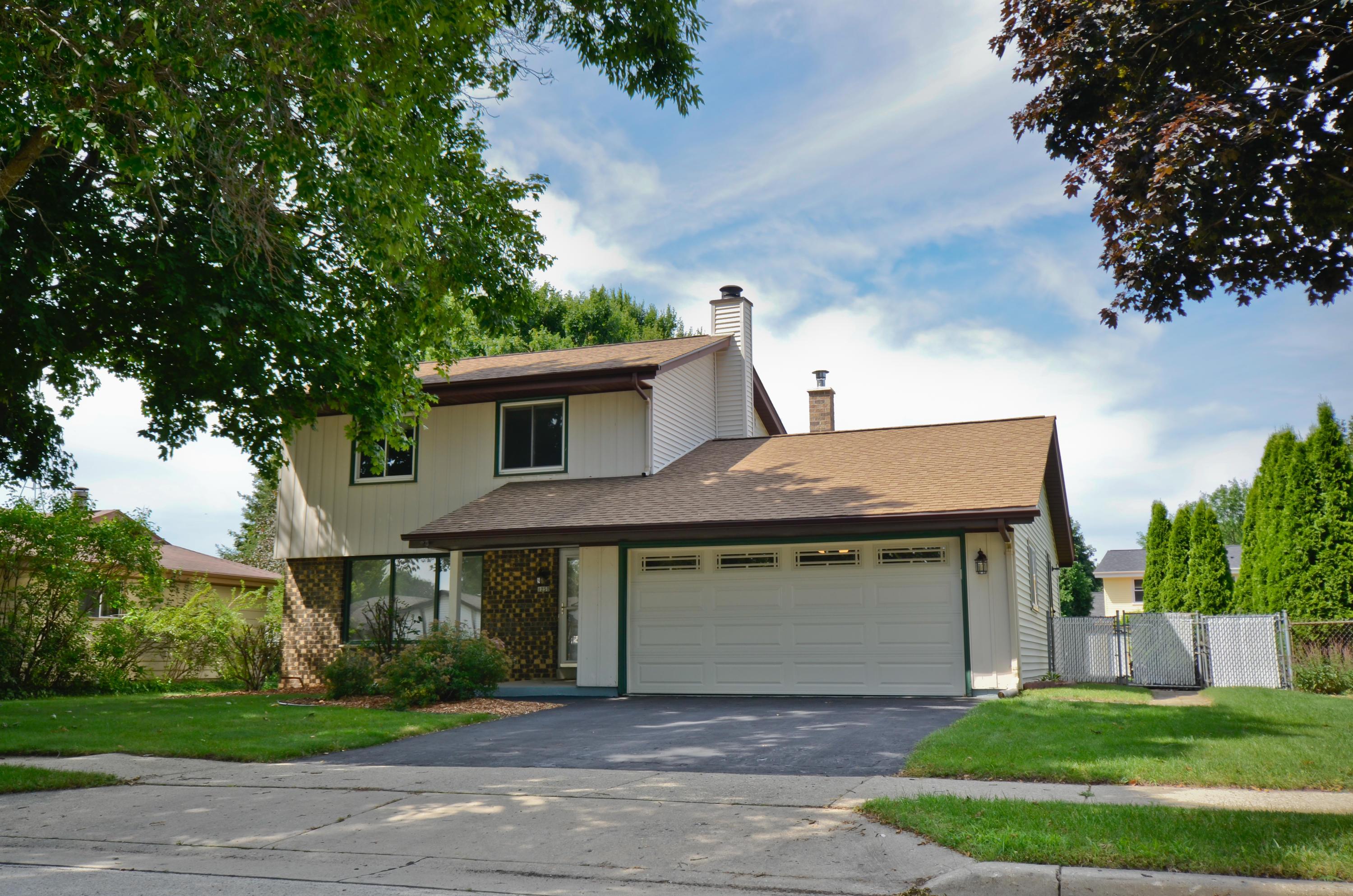 1250 School Dr, Waukesha, Wisconsin 53189, 3 Bedrooms Bedrooms, 7 Rooms Rooms,1 BathroomBathrooms,Single-Family,For Sale,School Dr,1649883