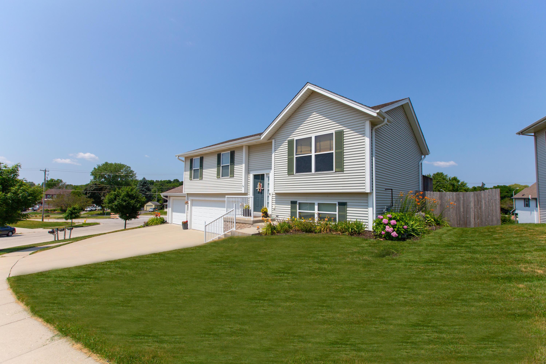 1150 Dresser Ave, Waukesha, Wisconsin 53188, 3 Bedrooms Bedrooms, 5 Rooms Rooms,2 BathroomsBathrooms,Single-Family,For Sale,Dresser Ave,1650229